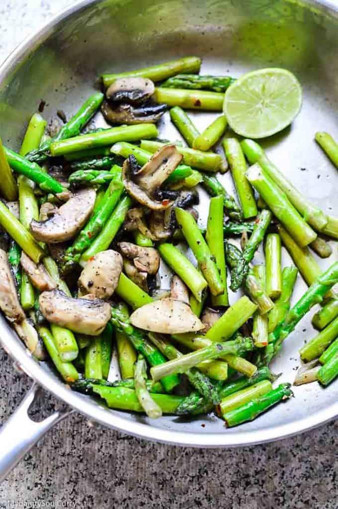 Sautéed mushrooms with asparagus