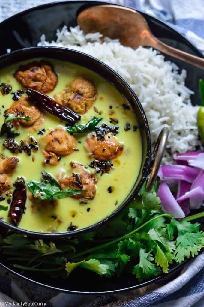IP kadhi with pakora and rice