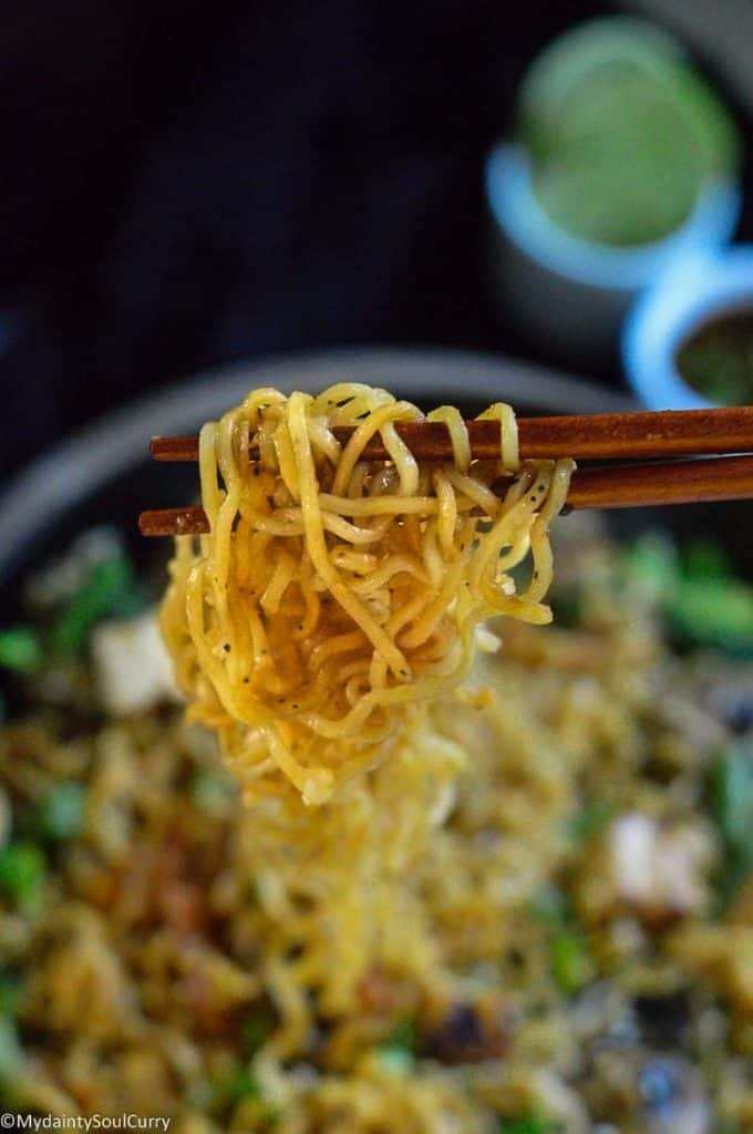 hakka noodles in chopstick