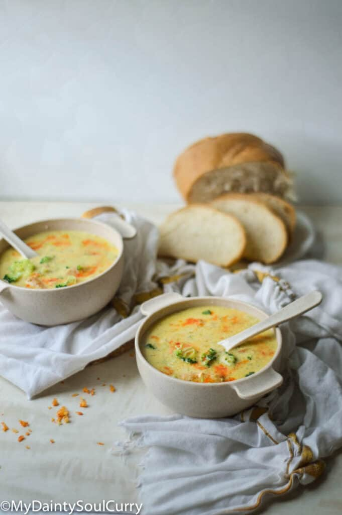 Instant pot broccoli cheddar soup with breads
